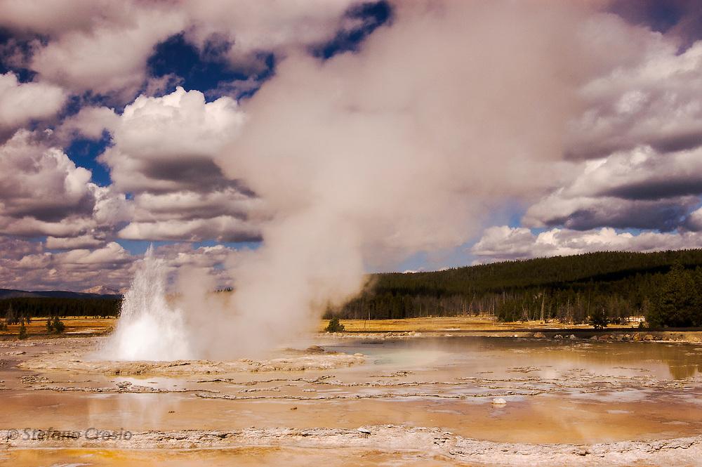 USA, Yellowstone National Park (WY)<br /> Geyser in Yellowstone
