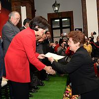 Toluca, México.- Martha Hilda González Calderón, alcaldesa de Toluca encabezo los festejos del 201 Aniversario del Municipio de Toluca, al mismo tiempo realizo entrega de reconocimientos a trabajadores. Agencia MVT / Crisanta Espinosa