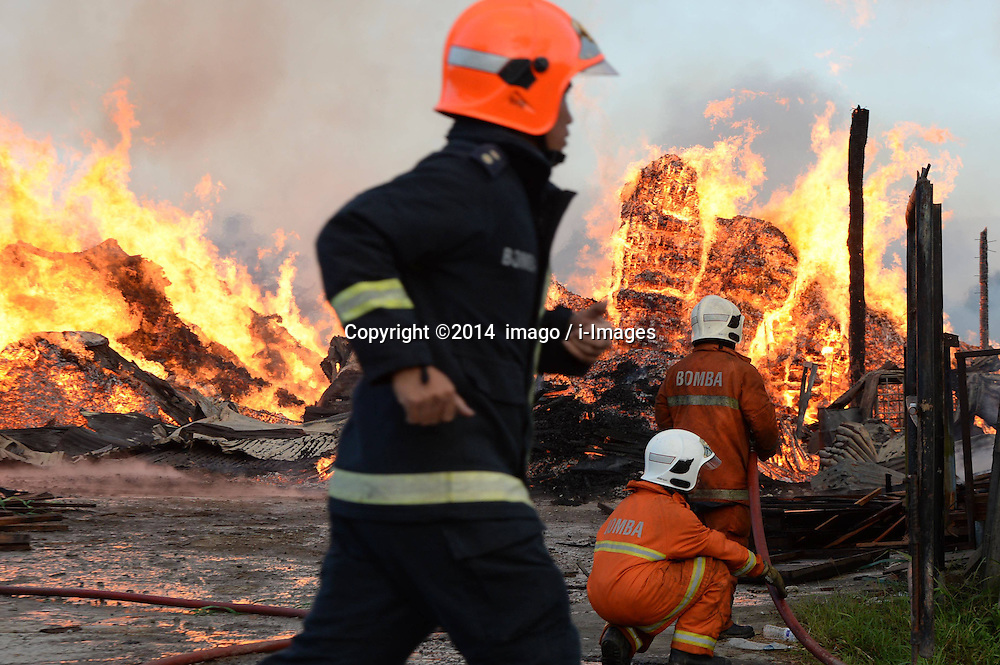 61141057<br /> Fire fighters put out fire at a wood factory in Kota Kinabalu, Malaysia, Feb. 27, 2014. No deaths or injuries were reported currently,  Thursday, 27th February 2014. Picture by  imago / i-Images<br /> UK ONLY