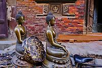 Nepal, Vallee de Kathmandu, Ville de Patan, transport de stautes de Boudha // Nepal, Kathmandu valley, Patan city, Buddha statue transportation