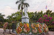 Monumento a Carlos Manuel de Céspedes, Plaza de Armas, Havana Vieja, Cuba.
