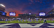 The Oklahoma Sooners get set to run a play against the Kansas State Wildcats during the second half at Bill Snyder Family Stadium in Manhattan, Kansas.