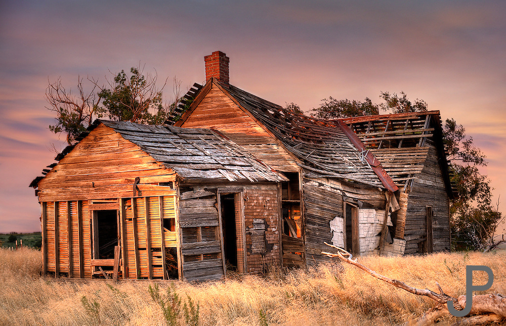 Abandoned farm house in rural western Oklahoma at sunset, located just north of Packsaddle wildlife management area.  Many old farmhouses are still left standing in Oklahoma that have been abandoned as farms and ranches get bigger and the state's population moves to the metro areas.
