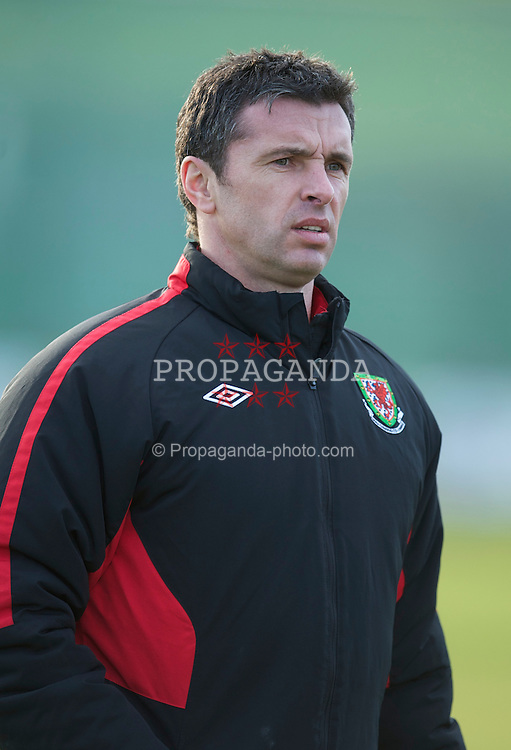 DUBLIN, IRELAND - Monday, February 7, 2011: Wales' new manager Gary Speed MBE during training at Gannon Park ahead of the opening Carling Nations Cup match against the Republic of Ireland. (Photo by David Rawcliffe/Propaganda)