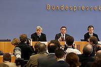 05 JAN 2005, BERLIN/GERMANY:<br /> Joschka Fischer (L), B90/Gruene, Bundesaussenminister, und Gerhard Schroeder (M), SPD, Bundeskanzler, waehrend einer Pressekonferenz zur Fluthilfe der Bundesregierung<br /> and Joschka Fischer (L), Federal Minister of Foreign Affairs, und Gerhard Schroeder (M), Federal Chancellor of Germany, press conferece about the donations for the tsunami-hit nations<br /> IMAGE: 20050105-01-025<br /> KEYWORDS: Gerhard Schr&ouml;der, Flutkatastrophe, Sturmflut, Erdbeben, Treppe, Tsunami, Journalisten