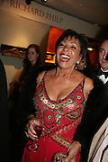 SHIRLEY BASSEY,  Grosvenor House Art & Antiques Fair charity gala evening in aid of Coram Foundation. Grosvenor House. Park Lane. London. 14 June 2007.  -DO NOT ARCHIVE-© Copyright Photograph by Dafydd Jones. 248 Clapham Rd. London SW9 0PZ. Tel 0207 820 0771. www.dafjones.com.