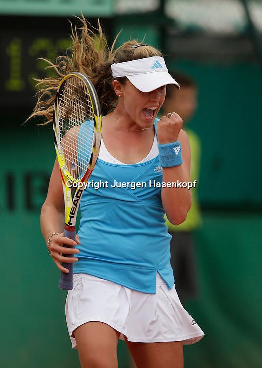French Open 2009, Roland Garros, Paris, Frankreich,Sport, Tennis, ITF Grand Slam Tournament,<br /> Michelle Larcher de Brito (POR)  macht die Faust und jubelt,Emotion<br /> <br /> Foto: Juergen Hasenkopf
