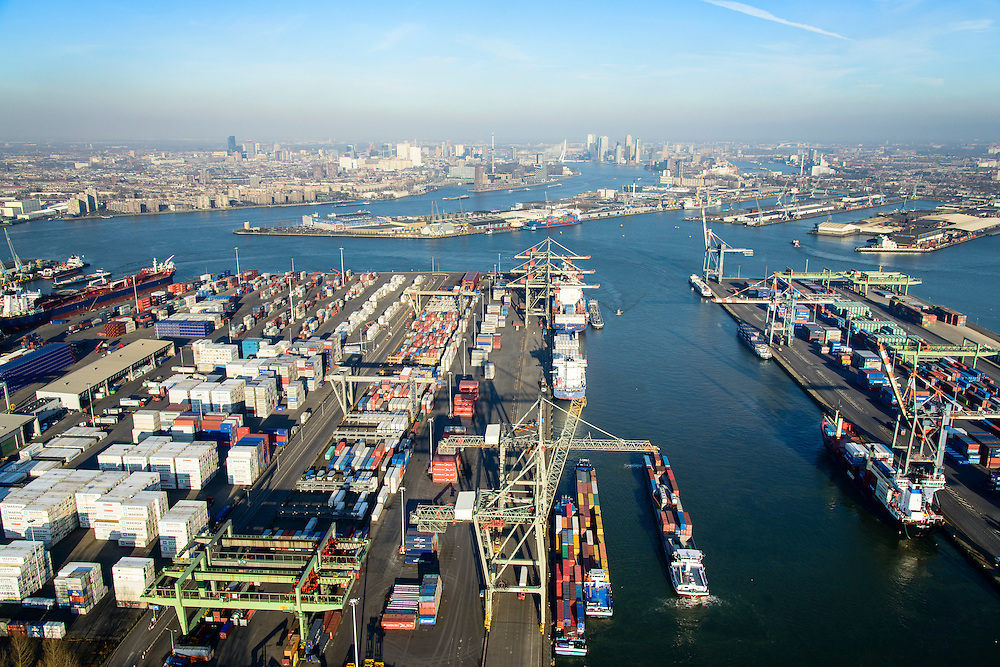 Nederland, Zuid-Holland, Rotterdam, 18-02-2015. Waalhaven Westzijde, Uniport. Containerterminals en containeroverslag. Zicht op Waalhaven Noord en Charlois, skyline Rotterdam aan de horizon.<br /> Container storage and transshipment Waalhaven (Waal harbour) of the Port of Rotterdam.<br /> luchtfoto (toeslag op standard tarieven);<br /> aerial photo (additional fee required);<br /> copyright foto/photo Siebe Swart