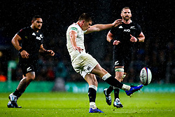 Owen Farrell of England kicks the ball forward - Mandatory by-line: Robbie Stephenson/JMP - 10/11/2018 - RUGBY - Twickenham Stadium - London, England - England v New Zealand - Quilter Internationals