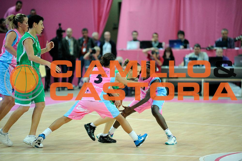 DESCRIZIONE : Ligue Feminine de Basket Ligue  1 Journee &agrave; Paris<br /> GIOCATORE : GOMIS Johanne MITCHELL Leilani<br /> SQUADRA : Arras<br /> EVENTO : Ligue Feminine 2010-2011<br /> GARA : Arras Challes<br /> DATA : 16/10/2010<br /> CATEGORIA : Basketbal France Ligue Feminine<br /> SPORT : Basketball<br /> AUTORE : JF Molliere par Agenzia Ciamillo-Castoria <br /> Galleria : France Basket 2010-2011 Action<br /> Fotonotizia : Ligue Feminine de Basket Ligue 1 Journee &agrave; Paris<br /> Predefinita :