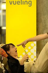 19.04.2010, Flughafen Barajas, Madrid, ESP, Flughafen Madrid Barajas im Bild eine passagierin wird aufgeschreckt, Auch in Spanien kommte es durhc den Vulkanausbruch in Island zu grossen Verzögerungen, EXPA Pictures © 2010, PhotoCredit: EXPA/ Alterphotos/ ALFAQUI/ R. Perez / SPORTIDA PHOTO AGENCY