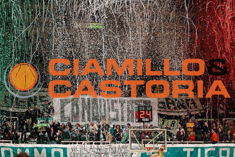 DESCRIZIONE : Siena Lega A 2010-11 Montepaschi Siena Bennet Cantu<br /> GIOCATORE :<br /> SQUADRA : Montepaschi Siena<br /> EVENTO : Campionato Lega A 2010-2011<br /> GARA : Montepaschi Siena Bennet Cantu<br /> DATA : 27/02/2011<br /> CATEGORIA : tifo fan supporter<br /> SPORT : Pallacanestro<br /> AUTORE : Agenzia Ciamillo-Castoria/P.Lazzeroni<br /> Galleria : Lega Basket A 2010-2011<br /> Fotonotizia : Siena Lega A 2010-11 Montepaschi Siena Bennet Cantu<br /> Predefinita :