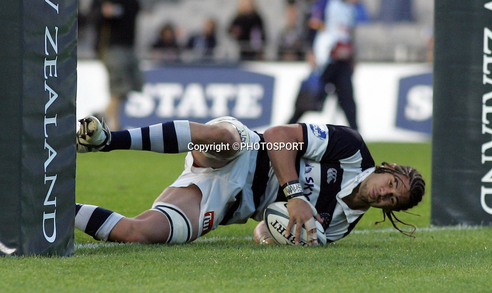 Auckland lock Kurtis Haiu scores a try during the Air New Zealand Cup quarter final rugby match between Auckland and Bay of Plenty at Eden Park, Auckland, on Saturday 7 October 2006. Auckland won the match 46-14. Photo: Andrew Cornaga/PHOTOSPORT