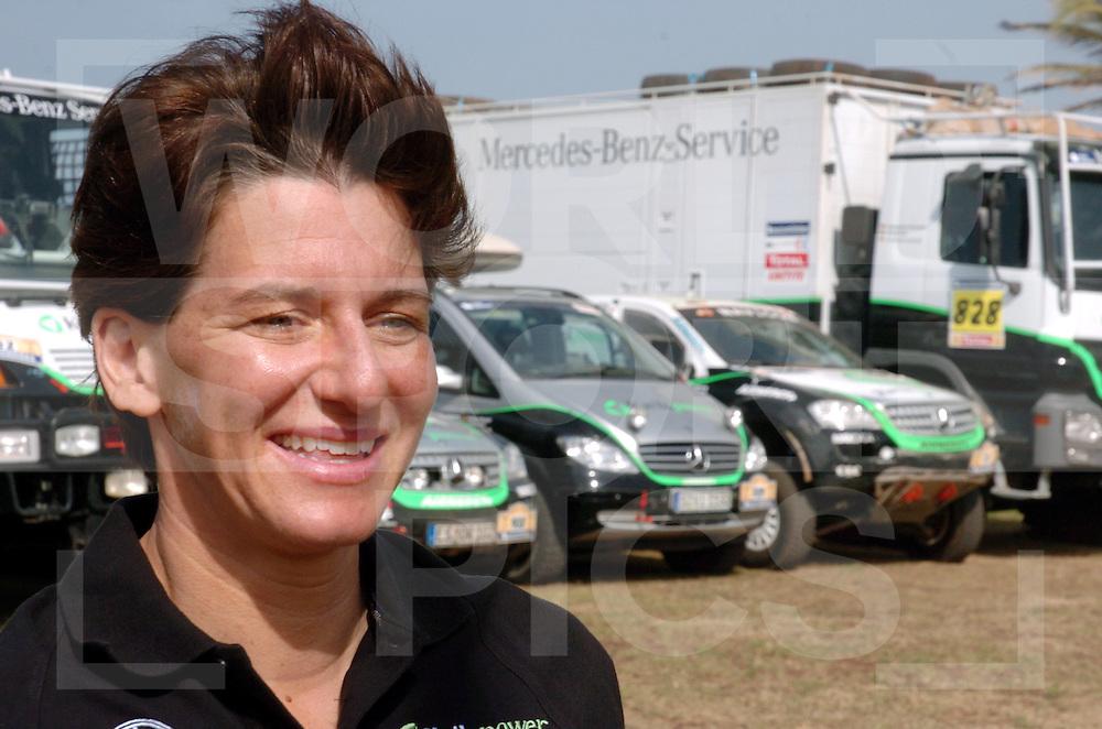 Rally Lissabon-Dakar 2006:..Ellen Lohr..fotografie frank uijlenbroek©2006 frank uijlenbroek..