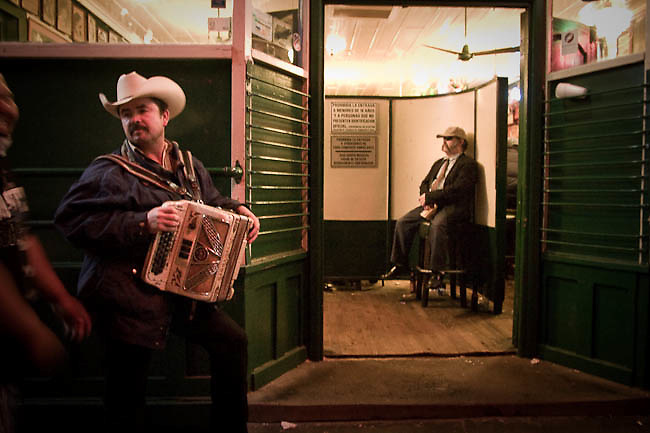 America, Mexico, Baja, Ensenada. One musician in the entrance of an old cantina in the center of Ensenada, he wait for somebody that ask for one song. - 15.03.2090, DIGITAL PHOTO, 50 MB, copyright: Alex Espinosa/Gruppe28.