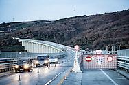 Basilicata, Italia, 07/02/2016<br /> I numerosi cantieri lungo la SS95 che collega gran parte dei comuni dell'area del Marmo Melandro all'autostrada A3 Salerno-Reggio Calabria. <br /> Nell'ottobre 2015 la Regione Basilicata si era impegnata ad istituire una task force per garantire obiettivi di minor disagio per la comunit&agrave;. Eppure i disagi per gli automobilisti continuano ad essere enormi<br /> <br /> Basilicata, Italy, 07/02/2016<br /> The many contruction sites along the 95 state highway that connects several towns in Marmo Melandro area to the A3 Salerno-Reggio Calabria highway.<br /> In October 2015 the Basilicata Region committed to establish a task force for ensuring a reduction of problems for citizens of Marmo Melandro area. But the problems for drivers still continue to be huge.