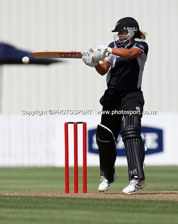 Suzie Bates in action. New Zealand White Ferns v Australia, second ODI, Rose Bowl series. Cobham Oval, Whangarei. Tuesday 3 February 2009. Photo: William Booth/PHOTOSPORT