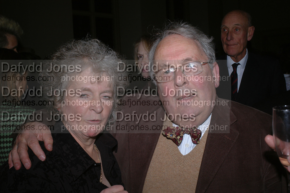 Maggi Hambling and Nicholas Hill. Annabel Freyberg and Andrew Barrow drinks party. The Royal Geographical Society. 5 January 2006. ONE TIME USE ONLY - DO NOT ARCHIVE  © Copyright Photograph by Dafydd Jones 66 Stockwell Park Rd. London SW9 0DA Tel 020 7733 0108 www.dafjones.com