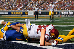 BERKELEY, CA - SEPTEMBER 23:  Tight end Tyler Petite #82 of the USC Trojans scores a touchdown against the California Golden Bears during the second quarter at California Memorial Stadium on September 23, 2017 in Berkeley, California. (Photo by Jason O. Watson/Getty Images) *** Local Caption *** Tyler Petite