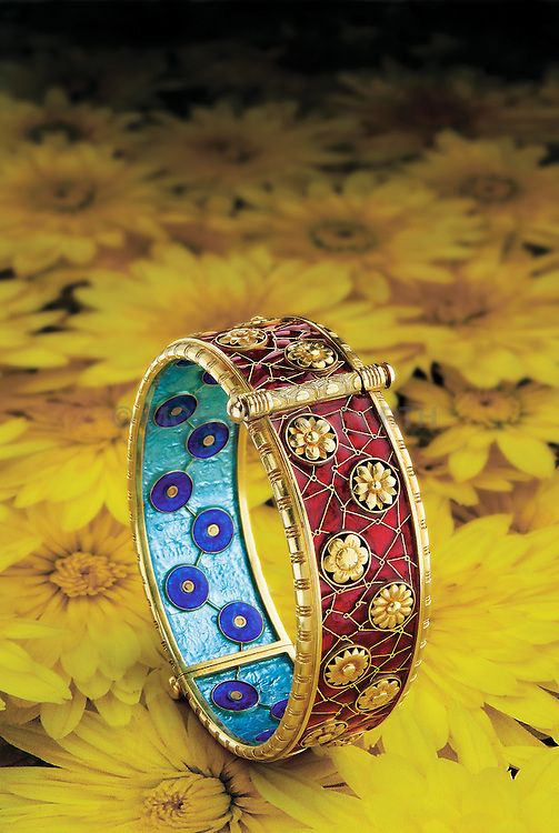 Alexis Falise enameled sur paillons 118kt gold chrysanthemums bracelet,bracelet,gold,18kt,chrysanthemums,jewelry,antique