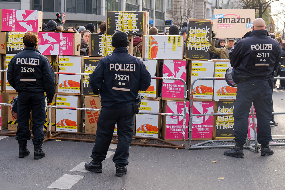 Germany - Deutschland - make amazon pay - Demonstration; ca 300 Demonstranten protestieren anl. des Black Friday Einkaufstag  gegen den Onlinehändler Amazon;Blockade Amazon Logistik in Berlin-Charlottenburg; 24.11.2017, © Christian Jungeblodt
