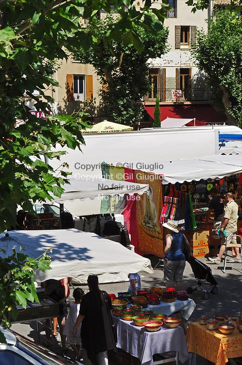 France, Auvergne-Rhône-Alpes, Drôme (26), marché provençal de Buis-les-Baronnies // France, region of Auvergne Rhone Alpes, department of Drome, Buis-les-Baronnies, provencal market
