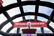De vakbond CNV voert samen met het FNV en VCP in heel Nederland actie voor een beter pensioen. Eerdere onderhandelingen over pensioenen met de overheid en het bedrijfsleven liepen vast. Nu grijpen de vakbonden gezamenlijk naar acties. In allerlei sectoren wordt actie gevoerd. Zo wordt het openbaar vervoer van 06:00 tot 07:06 stilgelegd en rijden hulpverleners in een colonne met 66 km/u naar Den Haag. Op het Malieveld vindt de afsluitende manifestatie plaats.<br /> <br /> De Dutch trade unions CNV, FNV and VCP are demonstrating for a better retirement agreement. Last year the negotiations between the trade unions, the government and employers collapsed.