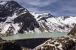 THEMENBILD - Staumauer am Stausee Mooserboden im Hochgebirge, aufgenommen am 14. Juni 2019 in Kaprun, Österreich // Dam wall at the Mooserboden reservoir in the high mountains , Kaprun, Austria on 2018/06/14. EXPA Pictures © 2018, PhotoCredit: EXPA/ JFK
