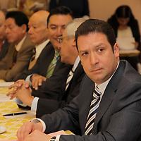 TOLUCA, México.- Francisco Fontanet, presidente del Consejo Coordinador Empresarial Mexiquense durante la reunión con empresarios informo que se realizara un censo con la SEDECO para ver el número total de empresas afectadas por las lluvias en el oriente del estado, y que la prioridad ahorita en este momento es ayudar a la gente afectada. Agencia MVT / Crisanta Espinosa. (DIGITAL)
