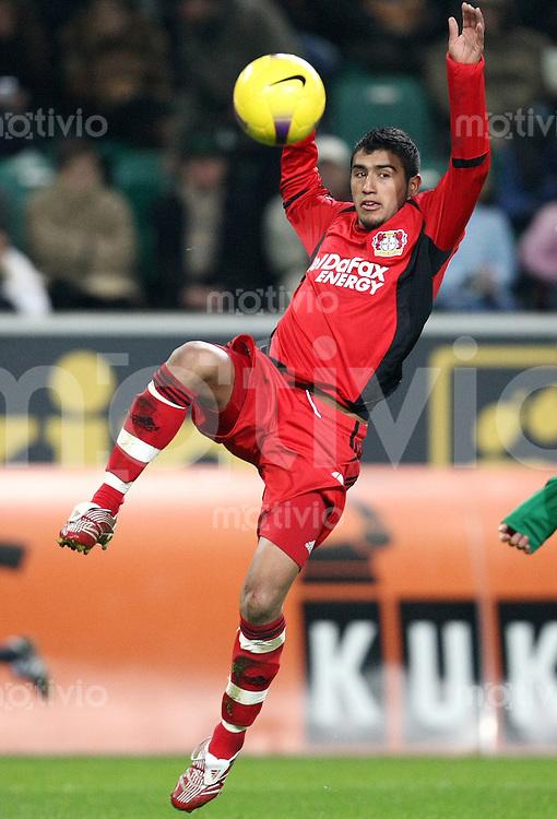 FUSSBALL   1. BUNDESLIGA   SAISON 2007/2008 Arturo VIDAL (Bayer 04 Leverkusen), Einzelaktion am Ball