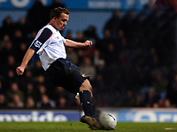 Photo: Daniel Hambury.<br /> West Ham United v Bolton Wanderers. The FA Cup. 15/03/2006.<br /> Bolton's Kevin Davies scores to make it 1-1.