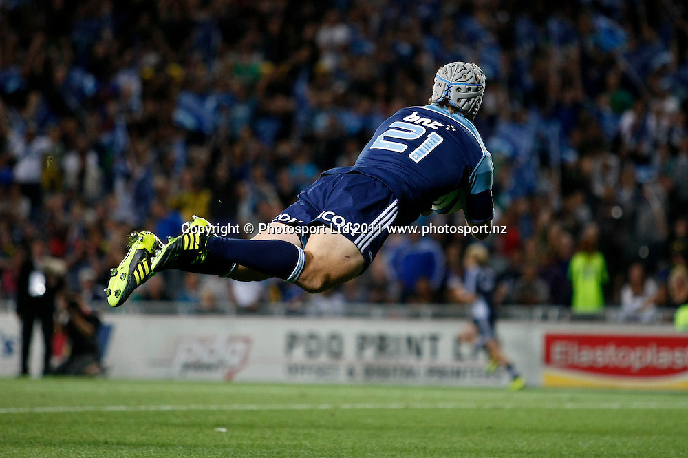 Lachie Munro dives in a try. Blues v Hurricanes, Investec Super Rugby, Eden Park, Auckland, New Zealand. Saturday 19 March 2011 . Photo: Simon Watts / photosport.co.nz