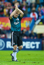 MADRID, SPAIN - Wednesday, October 22, 2008: Liverpool's Dirk Kuyt waves to the fans after his side's 1-1 draw with Club Atletico de Madrid during the UEFA Champions League Group D match at the Vicente Calderon. (Photo by David Rawcliffe/Propaganda)