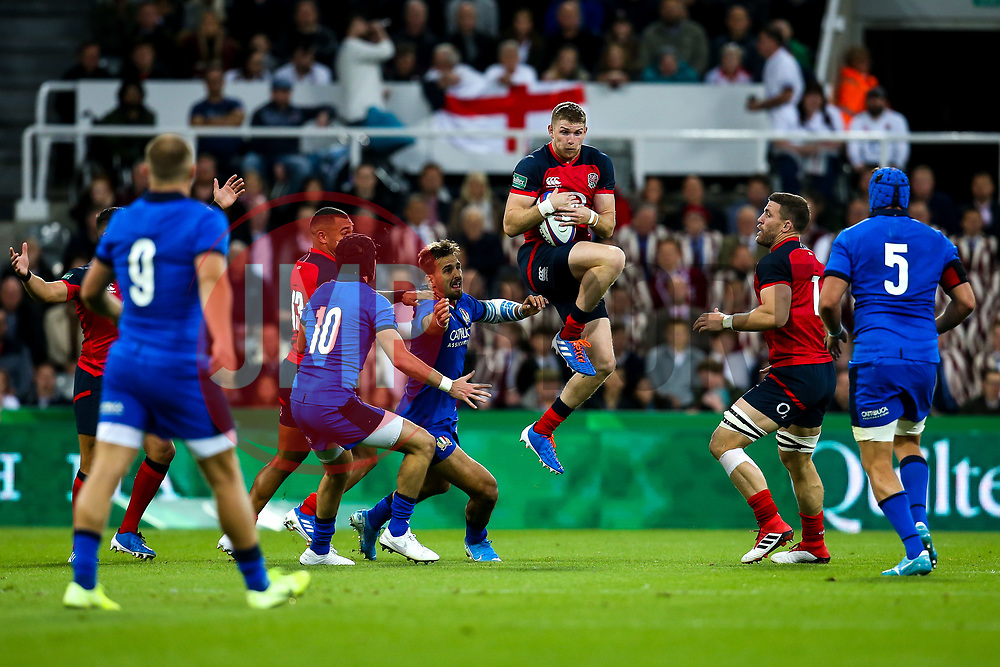 Ruaridh McConnochie of England catches the ball - Mandatory by-line: Robbie Stephenson/JMP - 06/09/2019 - RUGBY - St James's Park - Newcastle, England - England v Italy - Quilter Internationals