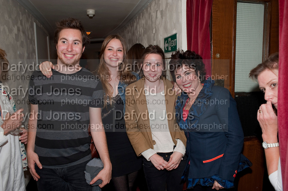 MAX BYE;  MARINA BYE,; MADDY BYE;  RUBY WAX, Press night for Ruby Wax- Losing it. Duchess theatre. London. 1 September 2011. <br /> <br />  , -DO NOT ARCHIVE-© Copyright Photograph by Dafydd Jones. 248 Clapham Rd. London SW9 0PZ. Tel 0207 820 0771. www.dafjones.com.
