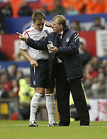 Photo: Aidan Ellis.<br /> England v Andorra. European Championships 2008 Qualifying. 02/09/2006.<br /> Steve McLaren tells his captain John Terry about a few changes to be made