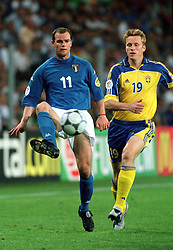 GIANLUCA PESSOTTO (ITALY)  EURO 2000.KENNET ANDERSSON (SWEDEN).ITALY V SWEDEN 19/06/00 EINDHOVEN.PHOTO ROGER PARKER.