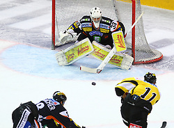 22.01.2012, Albert Schultz Halle, Wien, AUT, EBEL, UPC Vienna Capitals vs Moser Medical Graz 99ers, im Bild gRobert Lembacher, (Moser Medical Graz 99ers, #18),Frederic Cloutier, (Moser Medical Graz 99ers, #33) und Andre Lakos, (UPC Vienna Capitals, #11)  // during the icehockey match of EBEL between UPC Vienna Capitals (AUT) and Moser Medical Graz 99ers (AUT) at Albert Schultz Halle, Vienna, Austria on 22/01/2012,  EXPA Pictures © 2012, PhotoCredit: EXPA/ T. Haumer