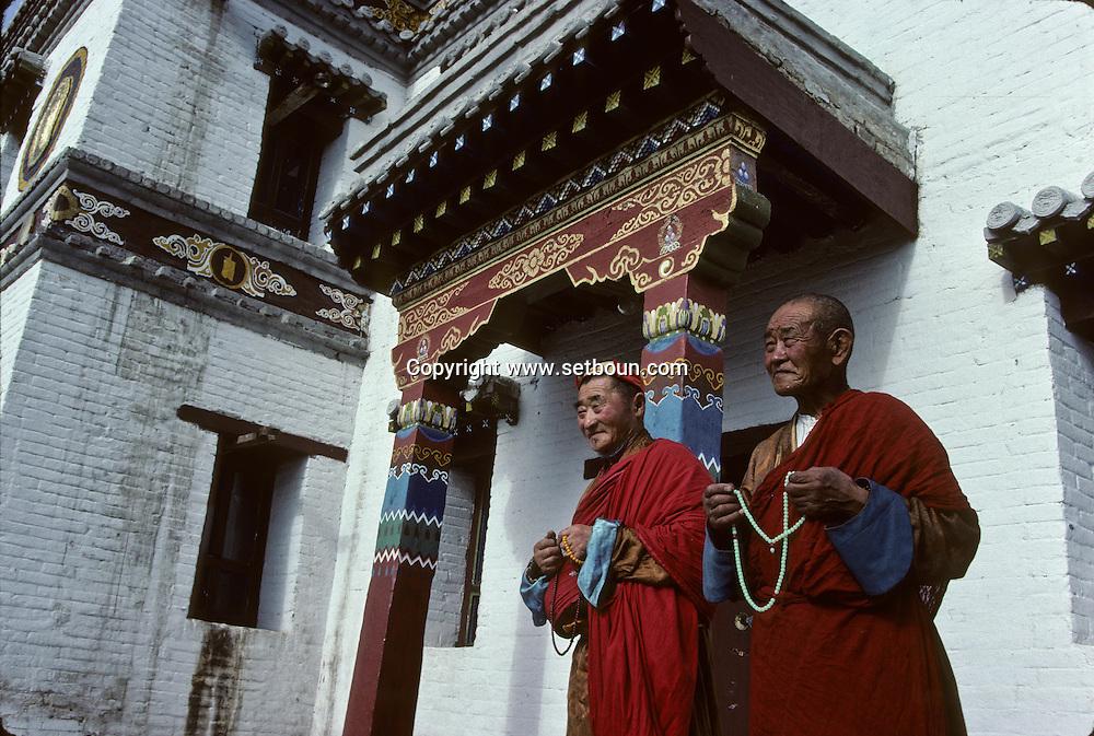 Mongolia. Erden Zuu monastery (Karakorum) Maidar procession; Buddhist ceremony. Erdeni Zuu (16th century) at Qaraqorin).  /  Procession boudhiste du Maidar.  (Monastère de Erdeni Zuu à Qaraqorin (Karakorum) Mongolie ), /  8       P0002528