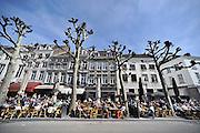 Nederland, Maastricht, 14-4--2013De eerste echt warme lentedag wordt volop gevierd op de terrassen aan o.a. het Vrijthof.Foto: Flip Franssen/Hollandse Hoogte