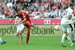 27.04.2013, Allianz Arena, Muenchen, GER, 1. FBL, FC Bayern Muenchen vs SC Freiburg, 31. Runde, im Bild Claudio PIZARRO (FC Bayern Muenchen) zieht ab // during the German Bundesliga 31th round match between FC Bayern Munich and SC Freiburg at the Allianz Arena, Munich, Germany on 2013/04/27. EXPA Pictures © 2013, PhotoCredit: EXPA/ Eibner/ Wolfgang Stuetzle..***** ATTENTION - OUT OF GER *****