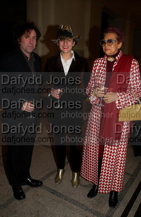Tim Burton, Selina Blow and Helga Perrera. Party to celebrate the publication of 'Put On Your Pearl Girls!' by Lulu Guinness at the V&A museum, London. 5 May 2005. ONE TIME USE ONLY - DO NOT ARCHIVE  © Copyright Photograph by Dafydd Jones 66 Stockwell Park Rd. London SW9 0DA Tel 020 7733 0108 www.dafjones.com