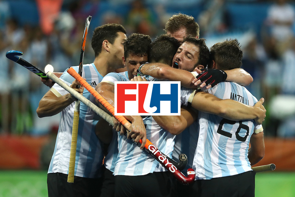 RIO DE JANEIRO, BRAZIL - AUGUST 18:  Argentina celebrate the goal scored by Gonzalo Peillat #2 of Argentina during the Men's Hockey Gold Medal match between Belgium and Argentina on Day 13 of the Rio 2016 Olympic Games at Olympic Hockey Centre on August 18, 2016 in Rio de Janeiro, Brazil.  (Photo by Sean M. Haffey/Getty Images)