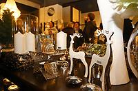 Mannheim. 04.11.17 | Lange Nacht der Kunst und Genüsse<br /> Lange Nacht der Kunst und Genüsse in den Stadtteilen.<br /> - Feudenheim. Eröffnung bei Wohnkult & Genuss<br /> <br /> BILD- ID 20927 |<br /> Bild: Markus Prosswitz 04NOV17 / masterpress (Bild ist honorarpflichtig - No Model Release!)