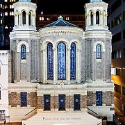 Eglise Notre Dame des Victoires at night