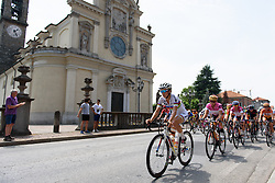 Lizzie Armitstead (Boels Dolmans) leads the peloton through Sarnico at Giro Rosa 2016 - Stage 4. A 98.6 km road race from Costa Volpino to Lovere, Italy on July 5th 2016.