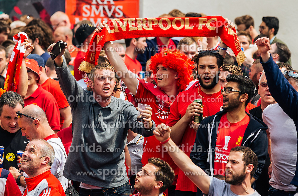 18.05.2016, Innenstadt, Basel, SUI, UEFA EL, FC Liverpool vs Sevilla FC, Finale, im Bild Liverpool Fans belagern die Innenstadt // Liverpool Fans cheering before the Final Match of the UEFA Europaleague between FC Liverpool and Sevilla FC at the Citycenter of Basel, Switzerland on 2016/05/18. EXPA Pictures © 2016, PhotoCredit: EXPA/ JFK