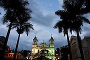 Nova Lima_MG, Brasil...Igreja Matriz de Nossa Senhora do Pilar e Teatro Municipal em Nova Lima...Nossa Senhora do Pilar mother church and Municipal Theatre in Nova Lima...Foto: JOAO MARCOS ROSA / NITRO