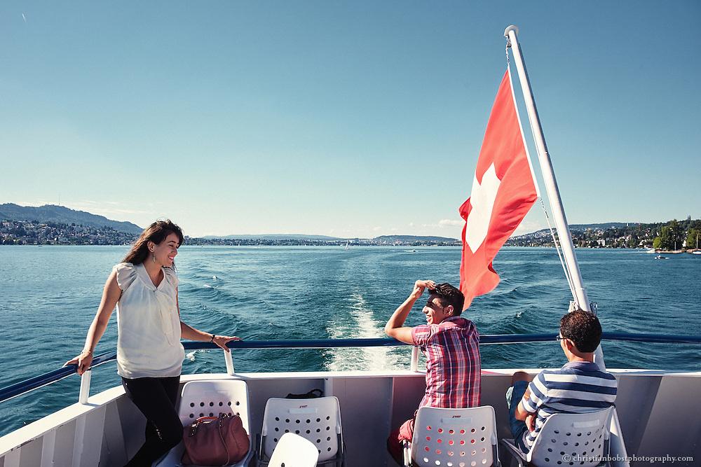 ZVV, Schiffahrt Zürichsee, Türkische Touristen auf kleiner Rundfahrt, Kontakt Model release: tarektato1983@hotmail.com
