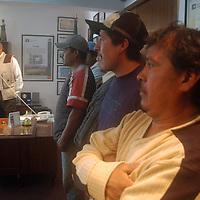 """Toluca, Mex.- Alrededor de 100 campesinos de diferentes municipios de la entidad, realizaron una """"toma pacifica"""" de las instalaciones de la Procuraduria Agraria para tratar de revertir la decisión del secretario de la Reforma Agraria, Abelardo Escobar Prieto, quien destituyó al ahora ex delegado federal Julio Antonio Virgen Camaño. Agencia MVT / Luis Enrique Hernandez V. (DIGITAL)<br /> <br /> <br /> <br /> NO ARCHIVAR - NO ARCHIVE"""